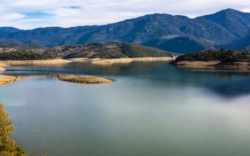 Η λίμνη της Αρκαδίας που μοιάζει να έχει ξεπηδήσει από πίνακα ζωγραφικής