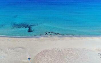 Σίμος: 1,5 χιλιόμετρο τιρκουάζ παραλίας και λευκής άμμου