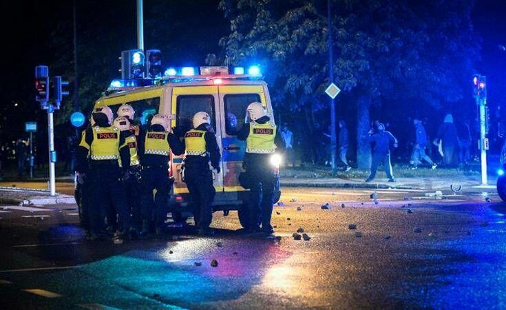 Σουηδία: Τραυματίστηκαν αστυνομικοί στα επεισόδια έπειτα από το κάψιμο του Κορανίου