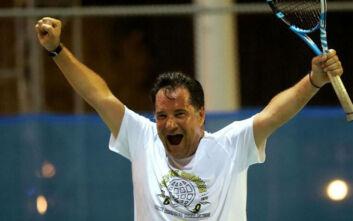 Ο συναρπαστικός αγώνας τένις του Άδωνι Γεωργιάδη στις ολυμπιακές εγκαταστάσεις του ΟΑΚΑ