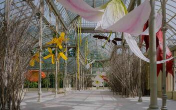 Το Palacio de Cristal στη Μαδρίτη έγινε γιγαντιαία φωλιά με λουλούδια
