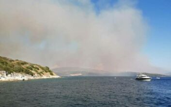 Κέρκυρα: Σε εξέλιξη φωτιά στον Άγιο Στέφανο - Το Λιμενικό απομάκρυνε λουόμενους από τις κοντινές παραλίες