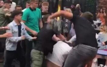 Κακός χαμός σε μπαρ της Γλασκόβης, εκτοξεύτηκαν ποτά και σαμπανιέρες