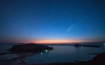Εντυπωσιακό βίντεο: Κομήτης περνάει πάνω από τον Μπάλο στην Κίσαμο