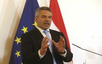 Στην Ελλάδα ο Αυστριακός υπουργός Εσωτερικών Καρλ Νέχαμερ