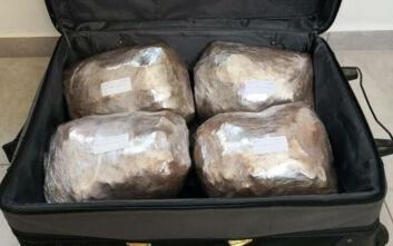Πάνω από 4 κιλά κάνναβη «ταξίδευε» μέσα σε βαλίτσα στη Μύκονο
