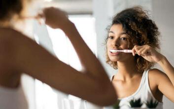 Ο δεκάλογος του καλοκαιριού για την υγεία των δοντιών μας