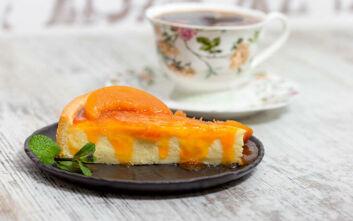 Ελαφρύ cheesecake με μαρμελάδα βερίκοκο