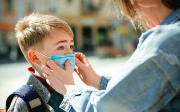 Άνοιγμα σχολείων: Ποιες μάσκες είναι κατάλληλες για παιδιά και τι πρέπει να τα διδάξουν οι γονείς