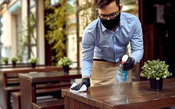 Νέα μέτρα στη ζωή μας από σήμερα: Τι αλλάζει σε ωράρια, τραπεζοκαθίσματα, ταξί και χρήση μάσκας