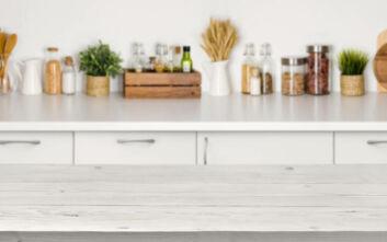 Τρία αντικείμενα που δεν πρέπει να αποθηκεύετε στον πάγκο της κουζίνας