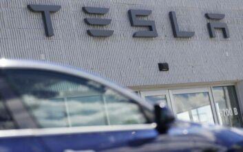 Σύστημα αναγνώρισης παιδιών στην καμπίνα επιβατών αναπτύσσει η Tesla