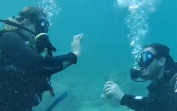 Μία πρωτότυπη... υποβρύχια πρόταση γάμου στην Αλόννησο