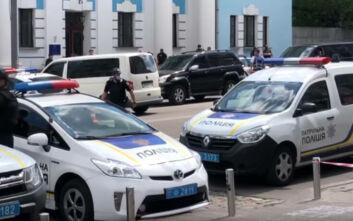 Συνελήφθη ο άνδρας που κρατούσε όμηρο σε τράπεζα του Κιέβου - Ισχυρίστηκε ότι είναι «Άγιο πνεύμα»