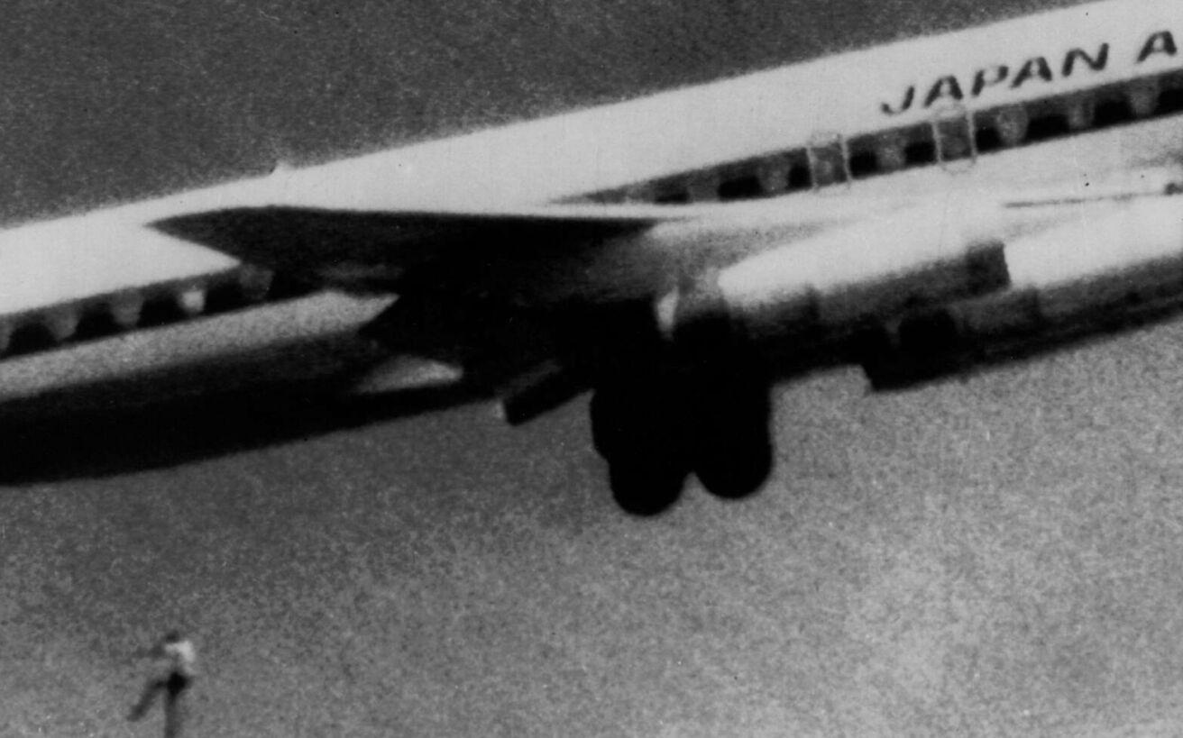 Η τραγική ιστορία του αγοριού που κρύφτηκε στις ρόδες αεροπλάνου για να δει πώς ζει ο υπόλοιπος κόσμος