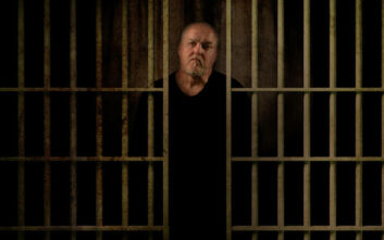 Netflix: Τι φοβερό μπορεί να ομολογήσει ένας φονιάς που πέρασε 30 χρόνια στη φυλακή