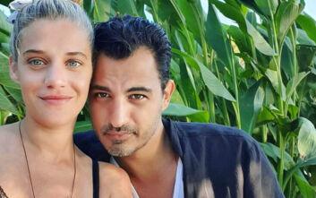 Η Τζένη Θεωνά φωτογραφίζει τον Δήμο Αναστασιάδη με τον γιο τους: Ερωτεύτηκα πάλι