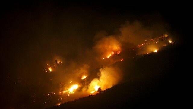 Ελεγχόμενη η φωτιά στην Κεφαλονιά έπειτα από ολονύχτια μάχη με τις φλόγες