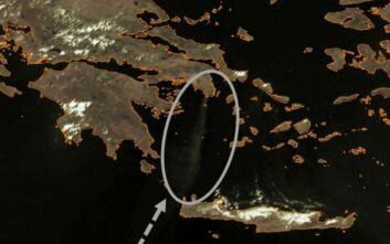 Μεγάλη φωτιά στην Ανάβυσσο: Μέχρι και την Κρήτη φτάνει ο καπνός