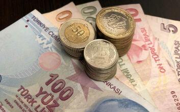 Η τράπεζα της Τουρκίας αύξησε τα επιτόκια για να βάλει φρένο στην κατρακύλα της λίρας