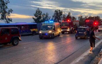 Εικόνες από τροχαίο στο Λαγονήσι: Λεωφορείο συγκρούστηκε με αυτοκίνητο