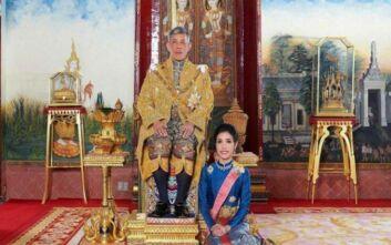 Ο βασιλιάς της Ταϊλάνδης απένειμε χάρη στην πρώην... επίσημη ερωμένη του