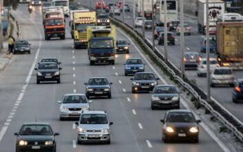Κίνηση τώρα: Συνεχίζεται το πρόβλημα στην Αθηνών-Κορίνθου