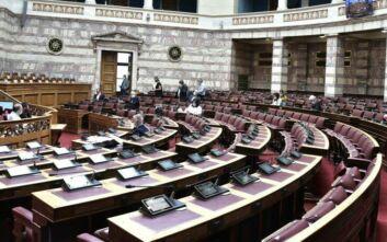 Υπερψηφίστηκαν από τις επιτροπές της Βουλής τα μέτρα αντιμετώπισης των συνεπειών του κορονοϊού