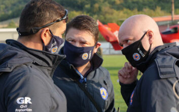 Νίκος Χαρδαλιάς για το περιστατικό με τον παπά: Έκλινα στο ράσο του με σεβασμό, όχι φιλώντας το χέρι του