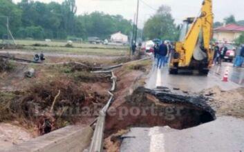 Κακοκαιρία Ιανός: Κόπηκε στα δύο η εθνική οδός Λαμίας - Καρπενησίου από υποχώρηση γέφυρας