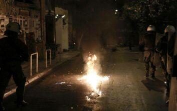 Επίθεση με μολότοφ σε διμοιρία των ΜΑΤ στη Χαριλάου Τρικούπη
