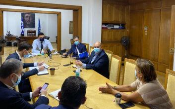 Οι ΜΕΘ και η αύξηση των κλινών στην Αττική στο επίκεντρο σύσκεψης στο υπουργείο Υγείας