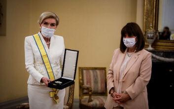 Για την προσφορά της μέσω της «Ελπίδας» βραβεύτηκε από την Πρόεδρο της Δημοκρατίας η Μαριάννα Βαρδινογιάννη
