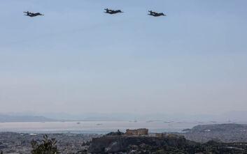 Γιατί πέταξαν αεροσκάφη C-130 πάνω από την Αθήνα - Εντυπωσιακές εικόνες από τις πτήσεις με φόντο την Ακρόπολη