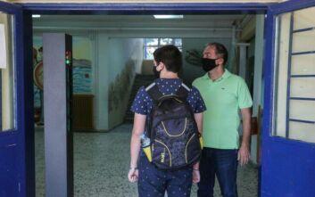 Παρατράγουδα με τους αρνητές της μάσκας: Εκτός σχολείου μαθήτρια - Μητέρα τσακώθηκε με τον γιο της