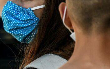 Ηλιόπουλος για σχολεία: Οι μάσκες- κουκούλες που μοίρασε η κυβέρνηση θα ήταν για γέλια εάν δεν ήταν άκρως επικίνδυνες