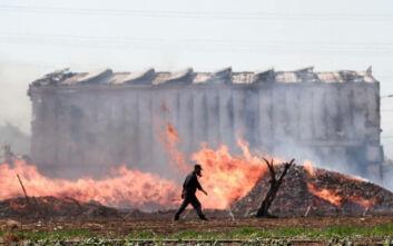 Οι πρώτες εικόνες από τη μεγάλη φωτιά που ξέσπασε σε αποθήκη στον Ασπρόπυργο