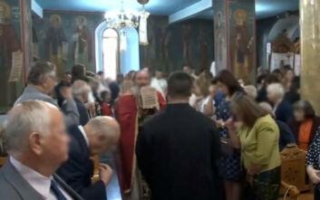 Μητροπολίτης Καρπενησίου: Δεν χρειάζονται μέτρα - Χωρίς μάσκα οι πιστοί στην εκκλησία