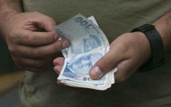 Νέο χτύπημα για την τουρκική λίρα - Σε ιστορικό χαμηλό έναντι του δολαρίου