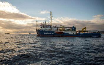 Σκάφος γερμανικής ΜΚΟ με 130 μετανάστες δεν έδεσε στην Ιταλία και πλέει προς τη Γαλλία