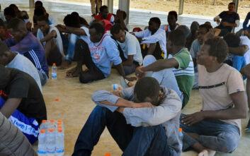 Πρόσφυγες και μετανάστες «παγιδευμένοι» στη Λιβύη - Καταγγελίες για φρικιαστικές παραβιάσεις δικαιωμάτων
