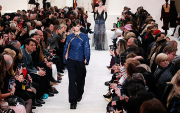 Ο Valentino ψηφίζει ιταλικά: Στο Μιλάνο θα παρουσιάσει τη συλλογή του για την Άνοιξη 2021