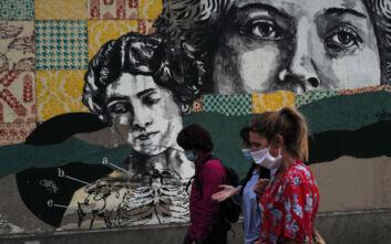 Ο κορονοϊός, η Γαλλία και τα αντιλαϊκά μέτρα που προκαλούν αμηχανία στον πληθυσμό