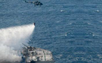Έσβησε η φωτιά στο τάνκερ New Diamond - Το πλοίο ρυμουλκείται σε βαθύτερα νερά