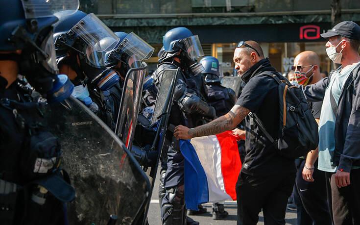 Χιλιάδες διαδηλωτές στο Παρίσι και τη Μασσαλία κατά των απολύσεων
