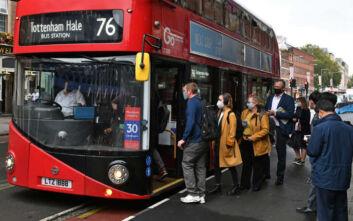 Αντιμέτωπη με το δεύτερο κύμα πανδημίας η Βρετανία - Ετοιμάζεται για lockdown σε βορρά και Λονδίνο