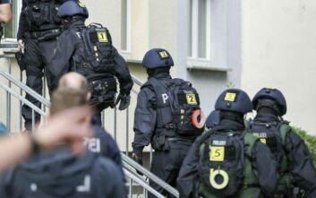 Μείωση αποδοχών μέχρι 50% αντιμετωπίζουν οι ακροδεξιοί αστυνομικοί στη Βόρεια Ρηνανία - Βεστφαλία