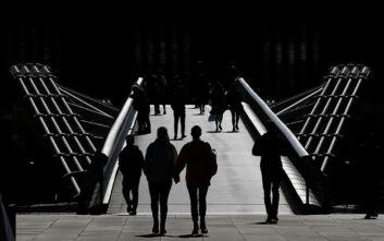 Σαρώνει ο κορονοϊός στην Ευρώπη: Πάνω από 4.000 κρούσματα στη Βρετανία - 4.070 νέες μολύνσεις στη Γαλλία