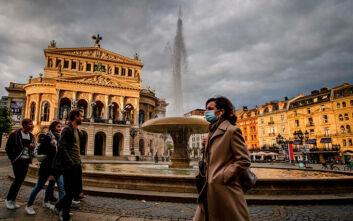 Προειδοποίηση λοιμωξιολόγου: Είμαστε ψυχολογικά απροετοίμαστοι για το νέο κύμα κορονοϊού τον χειμώνα
