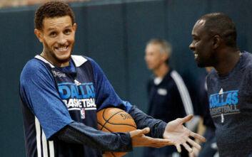Ξανά στους δρόμους, ρακένδυτος ο πρώην άσος του NBA Ντελόντε Ουέστ – Ζητά χρήματα από περαστικούς